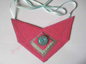 Pink felt bib necklace © Original Minnie