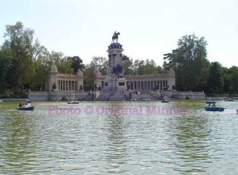 Original Minnie Madrid Retiro Park Lake