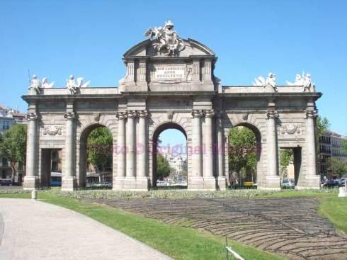 Original Minnie Madrid Puerta de Alcalá